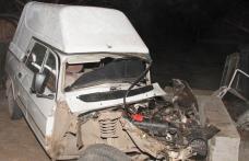 Două persoane au rămas încarcerate în urma unui accident la Brăeşti