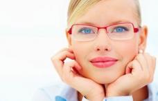 Semne care îți indică faptul că ai nevoie de ochelari