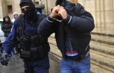 Patru ieșeni arestați pentru furtul a 500.000 de euro folosind carduri clonate
