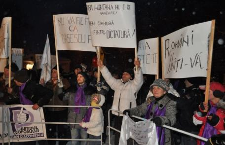 Proteste în zăpadă la Dorohoi [VIDEO/FOTO]: Miting antiguvernamental organizat de PPDD