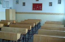Zăpada şi viscolul au închis 47 de şcoli în judeţul Botoşani