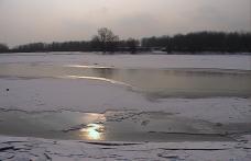 Prutul îngheţat, pod pentru migranţi