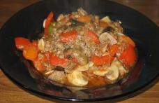 Tocană de legume și carne tocată