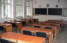 Drumurile impracticabile şi temperaturile scăzute închid şcolile din judeţ