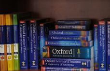 20 de elevi sunt mai aproape de cele două tabere de vară la Oxford și Londra