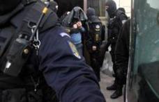 Grupare infracțională destructurată de polițiști