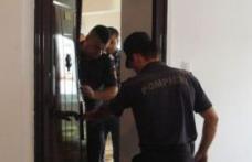 Trei fraţi salvaţi de pompieri după ce au rămas blocaţi în casă