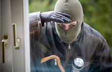 Adolescenţi cercetaţi pentru furt calificat