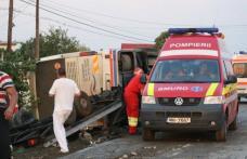Patru persoane au ajuns la spital, după ce autocarul cu care călătoreau s-a răsturnat la Copălău