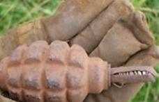 Grenadă găsită în şanţul din faţa casei
