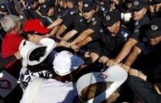 Ziua votarii motiunii de cenzura aduce in strada peste 80.000 de oameni
