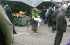 Tiganii din Drochia vand iarasi ajutoarele la piata