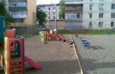 Cetatenii reactioneaza:  Loc de joaca din cartierul Plevna vandalizat