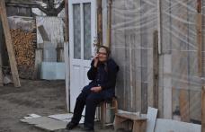 Sinistratii sunt disperati din cauza intarzierii lucrarilor de reconstructie a caselor