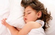 Ce facem cand copilul are cosmaruri noaptea sau e somnambul?