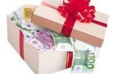 Firmele private oferă angajaţilor prime de Crăciun în valoare de 200 de lei