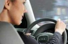 Şoferiţă beată izbită într-un stâlp