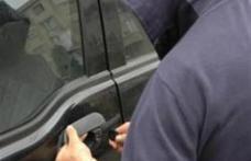 Autori de furt, identificaţi şi reţinuţi de poliţiştii botoşăneni