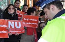 Politistii si jandarmii au intrerupt protestul tinerilor din PSD in fata magazinului de etnobotanice din Primaverii