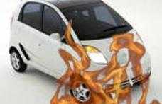 Maşină incendiată de un cablu electric defect