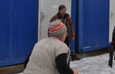 Familiile din tabara de sinistrati care au primit somatii de evacuare pot sta linistite