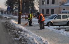 Curatarea trotuarelor de gheata, o prioritate pentru SPL Dorohoi