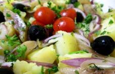 Salată cu peşte afumat