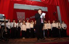 """[GALERIE FOTO] Sala Teatrului Dorohoi : """"Dor de Eminescu"""""""