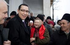 Victor Ponta întâmpinat la Corni de o mare de oameni