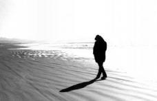 Singuratatea, la fel de periculoasa ca fumatul sau obezitatea