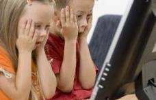 Adolescentii romani  traiesc  pe internet