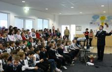 Dorohoi : [FOTO] Acţiune de informare preventivă a I.S.U. Botoşani la Şcoala Cornerstone