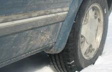 Traficul rutier se desfăşoară cu dificultate în mai multe judeţe din cauza zăpezii