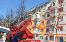 Lupta cu ţurţurii : Pericolul de la marginea acoperişului
