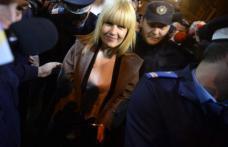 """""""Poți pune cătușe Elenei Udrea, nu poți pune cătușe adevărului"""" a spus Elena Udrea, la ieșirea din sediul DNA"""