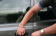 Tineri reţinuţi pentru furt din autoturisme