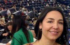Eurodeputata Claudia Țapardel premiază primele 3 echipe câștigătoare ale Olimpiadei de Comunicare Politică organizată de TSD