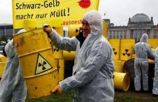 Zeci de mii de germani cer închiderea centralelor nucleare