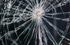 Tânăr violent, acuzat de distrugere de bunuri
