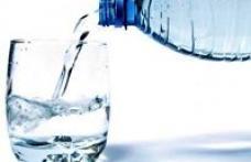Cum se numeşte apa infestată cu fecale distribuită în supermarketurile din ţară?