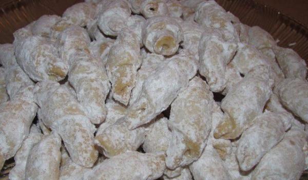 Cornuleţe cu gem şi nuci