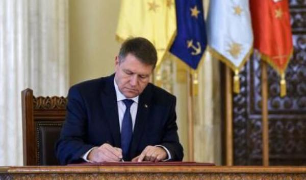 eliberat din funcție de președintele României