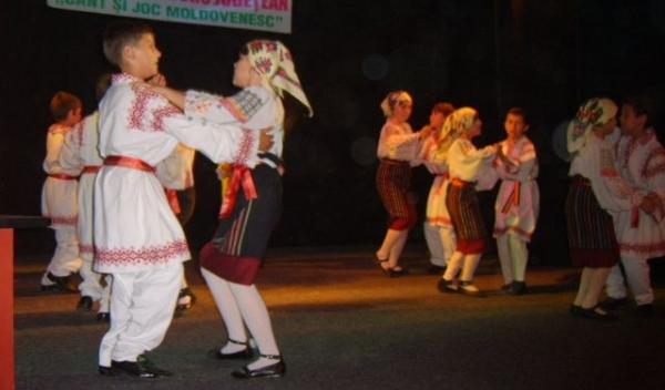 cola Nr.7 Dorohoi  Cant si joc moldovenesc
