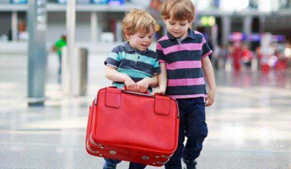 minorii care călătoresc în străinătate