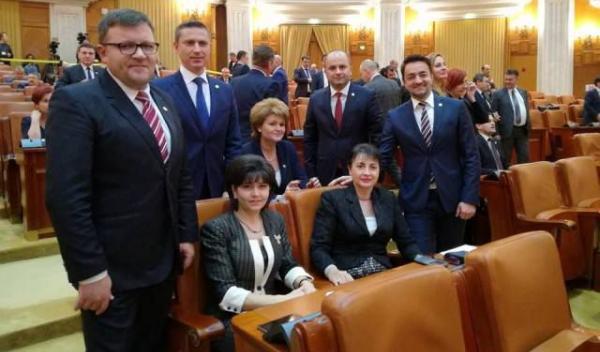 parlamentari echipa