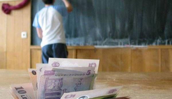 bani pentru elevi