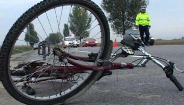 bicicleta rasturnata pe sosea