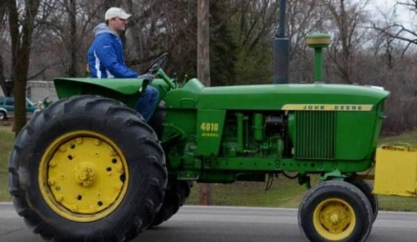 condus-tractorul-fara-permis