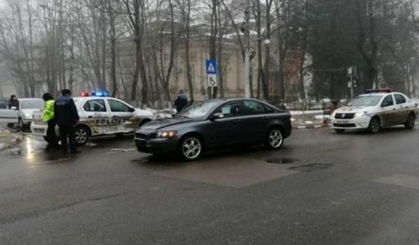 masina-a-politiei-implicata-intr-un-accident