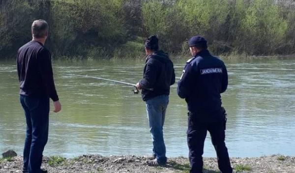 Jandarmi - pescuit (2)
